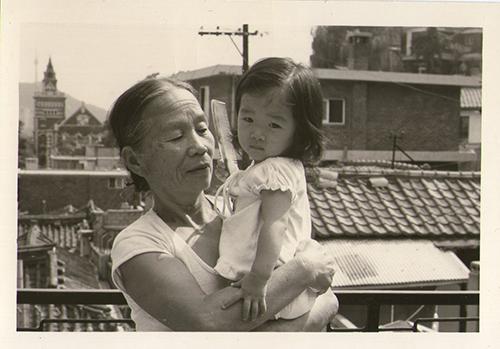 심윤경 작가와 할머니사진
